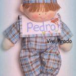 Muñeco en pijama con babero moldes gratis