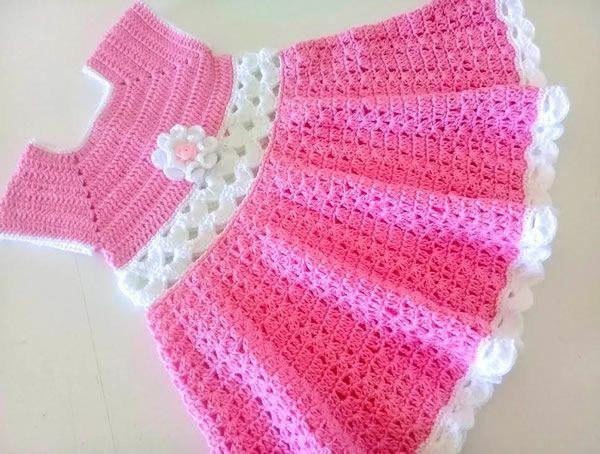 Vestido rosa tejido a crochet