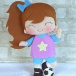 Muñeca en fieltro futbolista con moldes