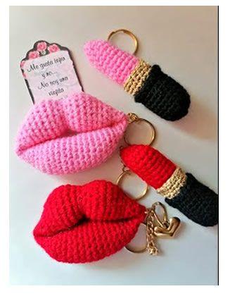 Llaveros de labios y labial tejidos a crochet