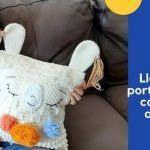 Cojín Llama porta pijamas a crochet